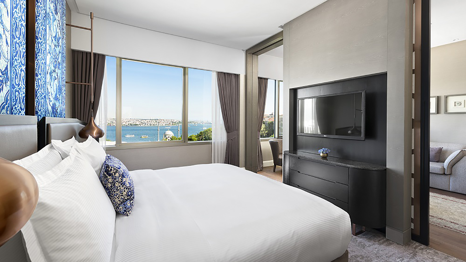 The-Ritz-Carlton-Istanbul-newly-renovated-Junior-Suite