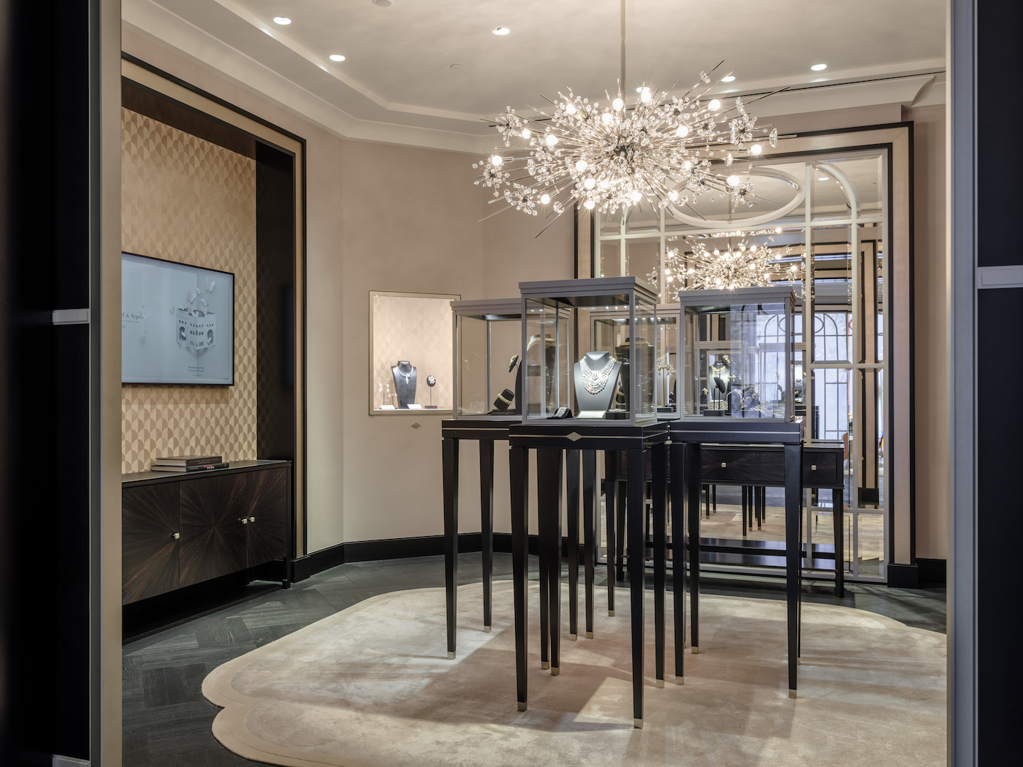 Van Cleef & Arpels new store Moscow