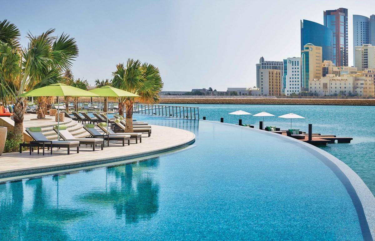 Four Seasons Bahrain Bay infinity pool