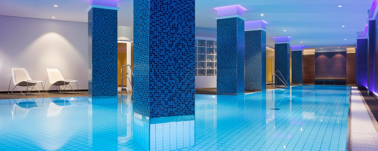Westin Hamburg indoor pool