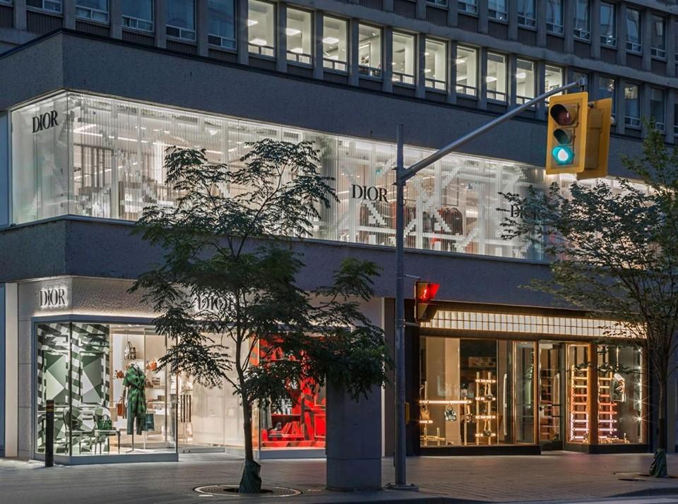DIOR new store in Toronto at Collonade