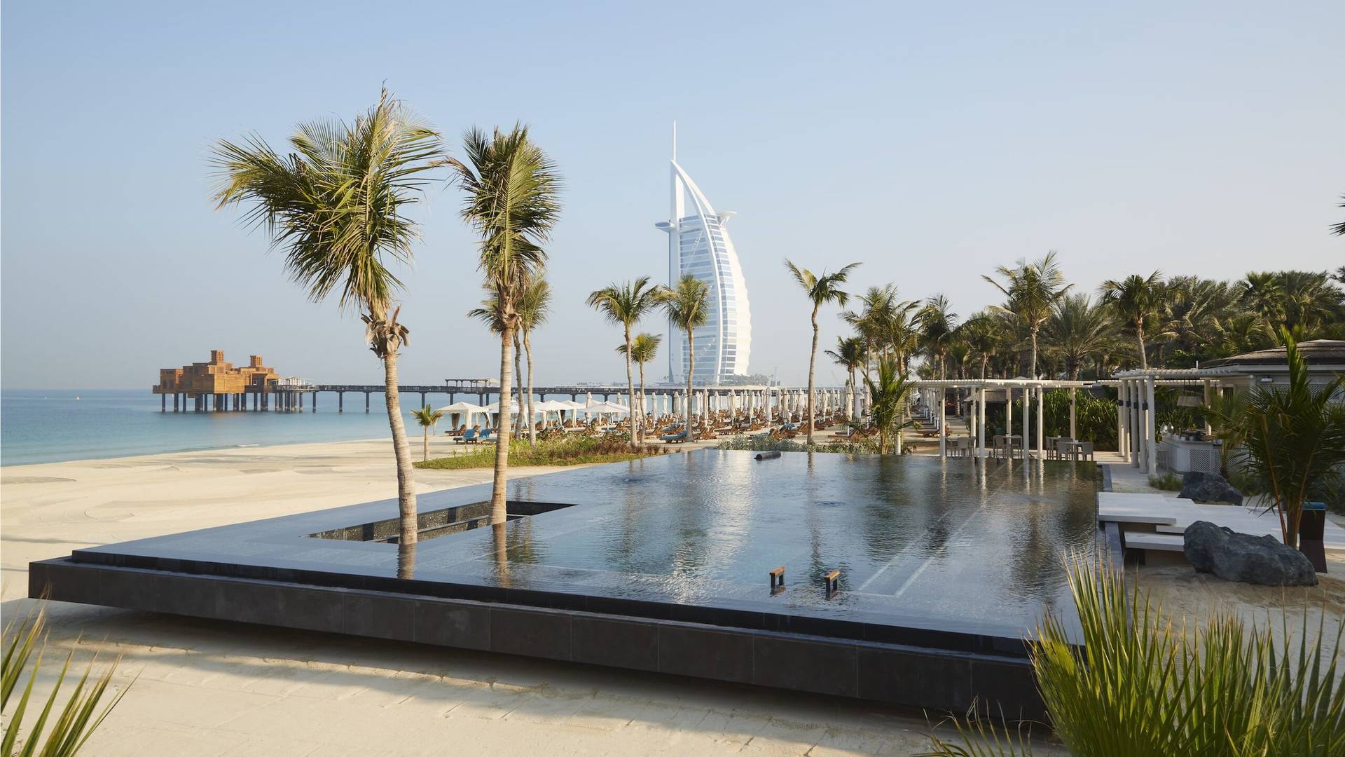 Jumeirah Madinat outoor chilled infinity pool