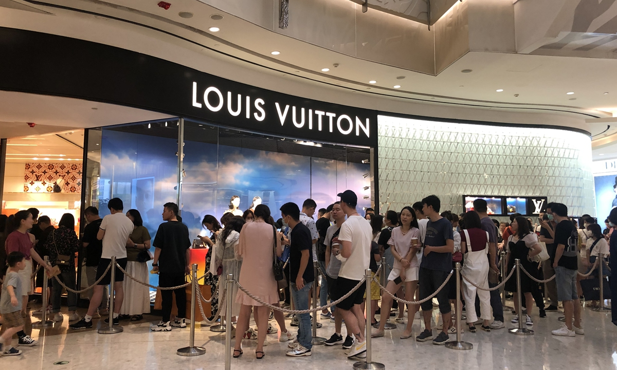 Louis Vuitton store in Shanghai at IFC (Sept. 2020)