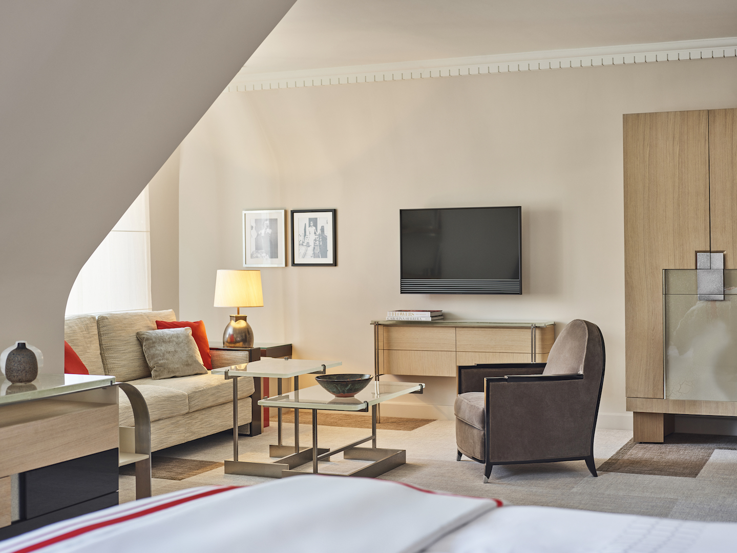 Hôtel Plaza Athénée Paris - newly renovated Junior Suite